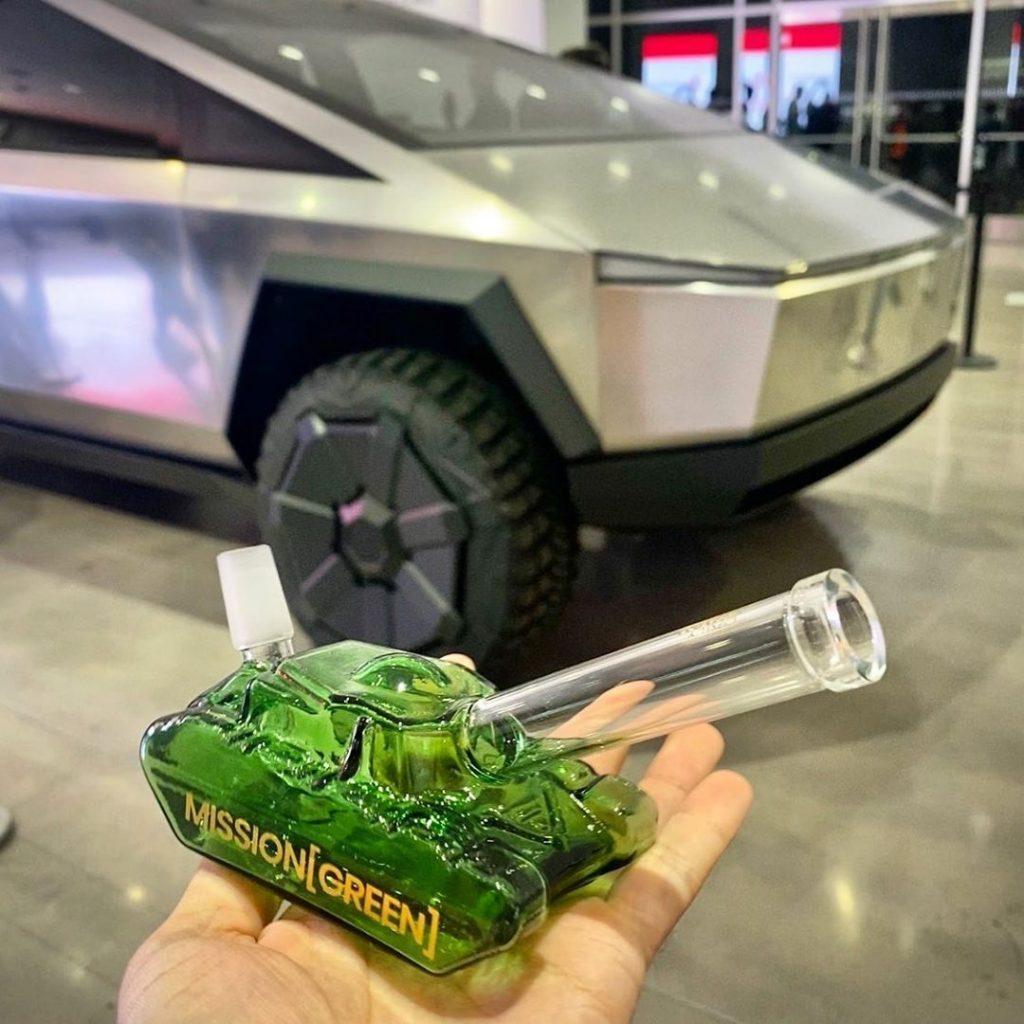 """Mission Green"" Dank Tank Bong"
